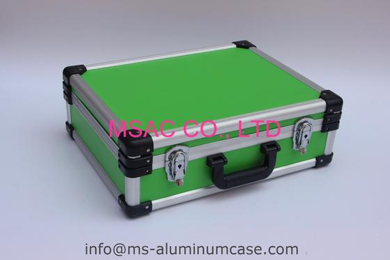 Caja de herramienta de aluminio azul con los divisores y el panel de la herramienta para las herramientas que llevan
